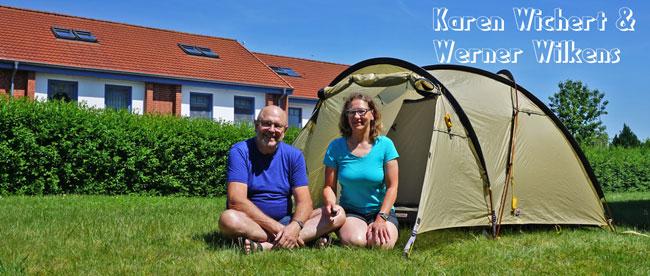 Karen und Werner vor Ihrem Wechsel Zelt Halios
