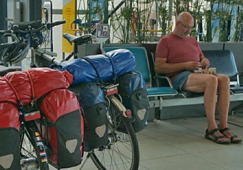 Werner-Wilkens-auf-dem-Pariser-Flughafen