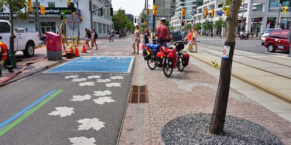 Radweg-durch-Toronto-City