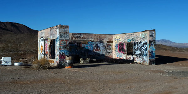 sabbatical-im-sattel-ruine-in-der-mojave-desert