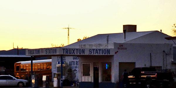 sabbatical-im-sattel-truxton-gas-station