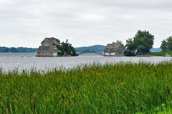 Häuser-im-Lake-Ontario