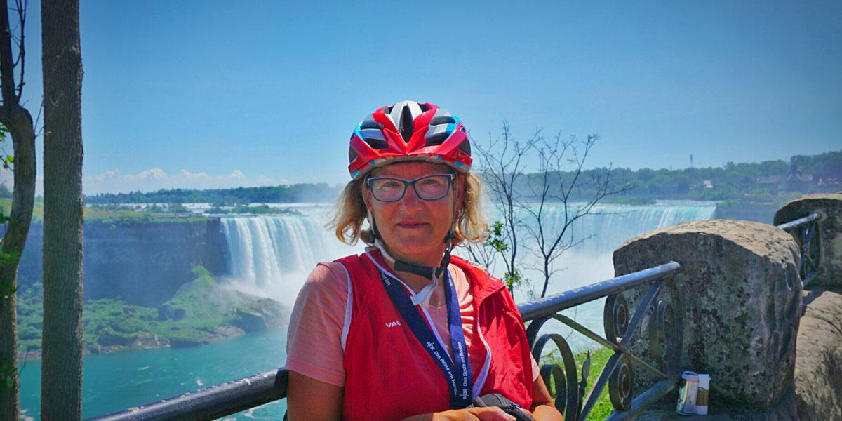 Karen-Wichert-an-den-Niagara-Fällen
